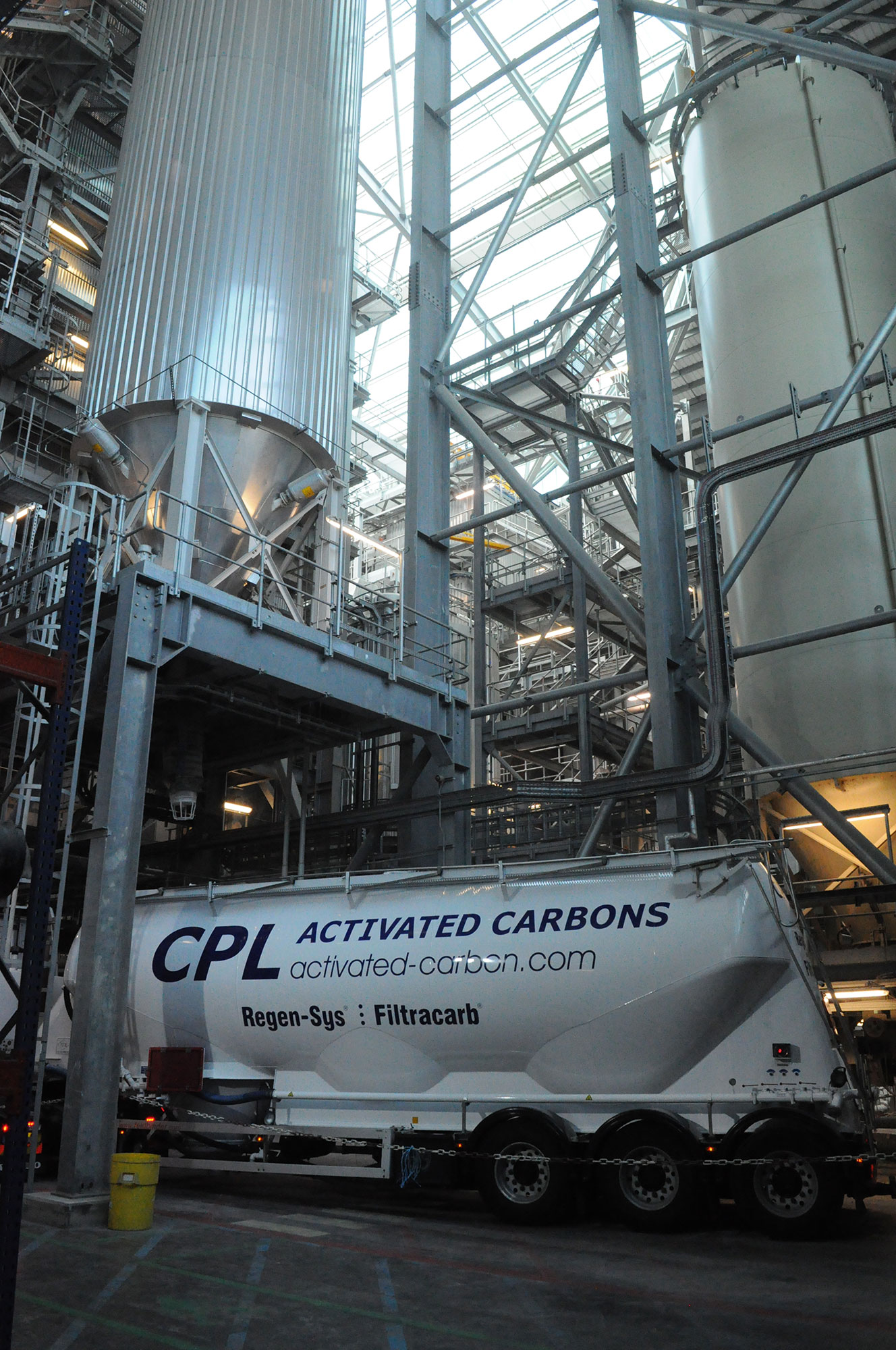 Bulk tanker delivery of FIltracarb® FGT® at an energy-from-waste (EfW) facility - Photo: D. Reay, CPL